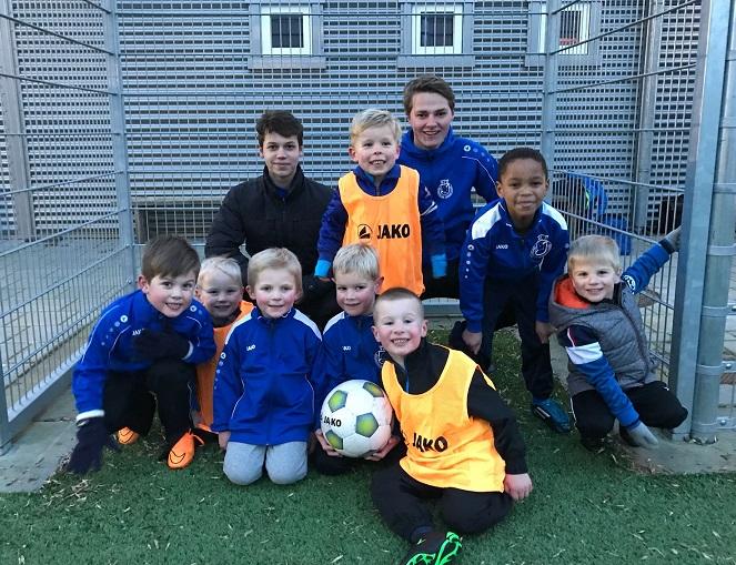 8 nieuwe kids begonnen met voetballen